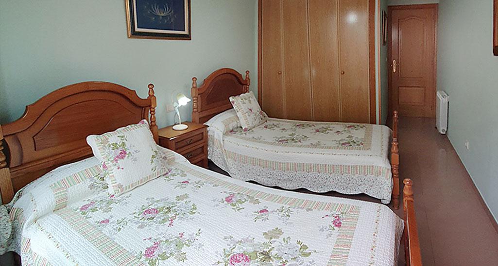 habitacion con camas gemelos
